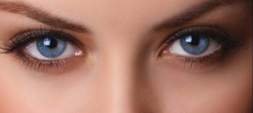 بخش های اضافی دور چشم را پاک کنید