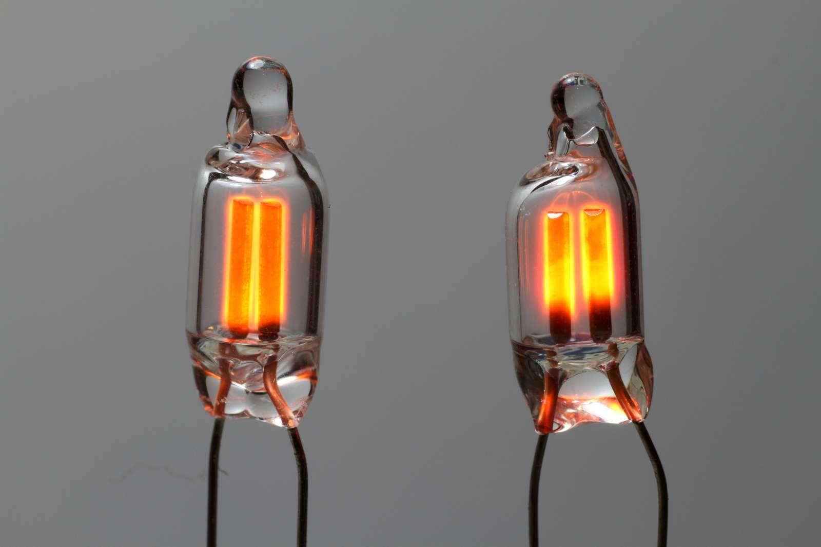 لامپ فورسنت نارنجی ممکن است جلوه جالبی ایجاد نکند